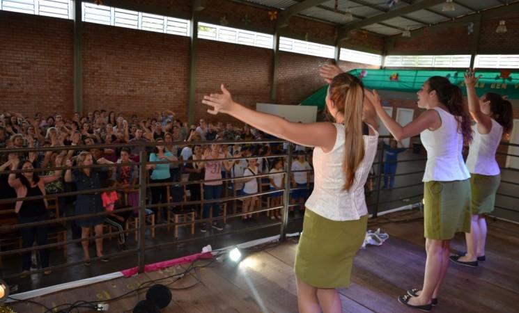 Servidoras do Governo Municipal foram homenageadas pela passagem do Dia Internacional da Mulher com um espetáculo teatral