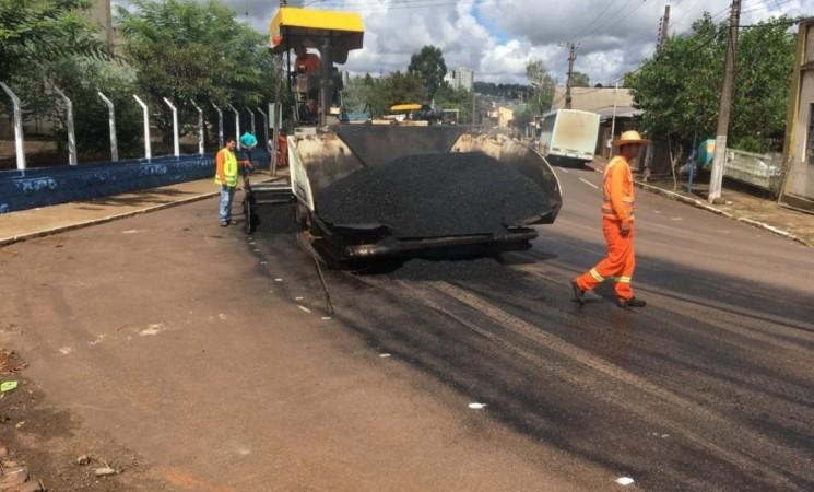 Prefeito Mauricio Soligo verifica recapeamento  asfáltico nos trevos de entrada da cidade