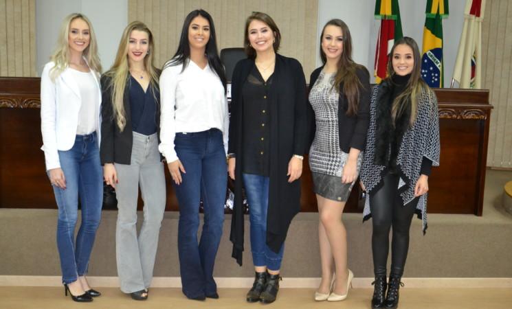 Candidatas à Rainha do Município de Getúlio Vargas participam da 2ª avaliação: a entrevista cultural