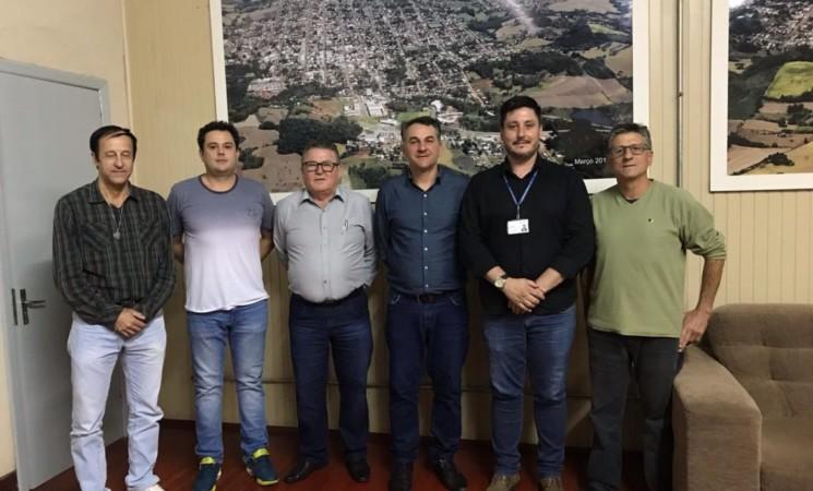 Prefeito Mauricio Soligo recebe a visita do assessor do deputado Mateus Wesp