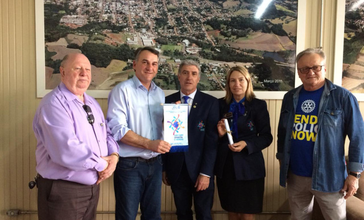 Prefeito de Getúlio Vargas recebe visita dogovernador do Distrito 4700 do Rotary Club