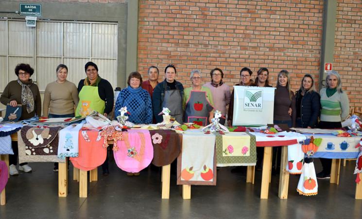 Encerra mais um curso de artesanato voltado aos participantes dos grupos da Melhor Idade de Getúlio Vargas