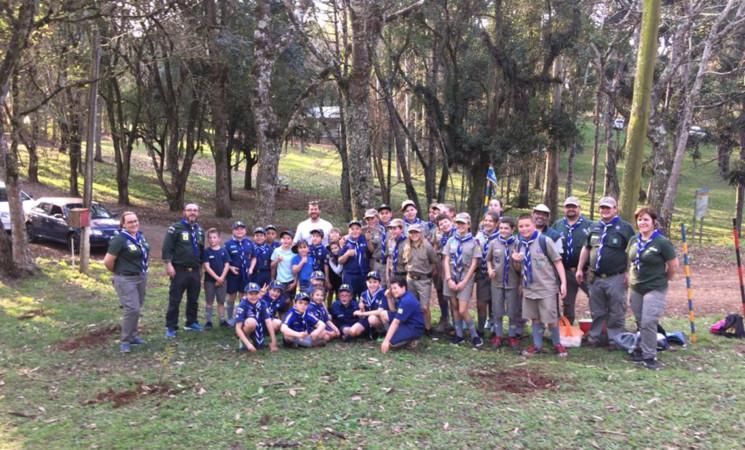Escoteiros realizam plantio de árvores no Parque Municipal das Águas de Getúlio Vargas