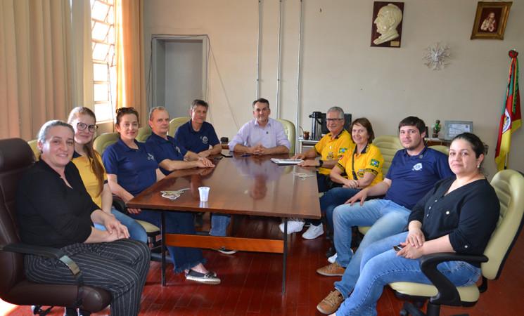 Casal Governador do Distrito de Lions LD7 visita o prefeito de Getúlio Vargas