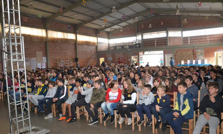 Parada da Alimentação de Getúlio Vargas levou mais de 800 crianças ao Centro de Convivência Natalício José Botolli