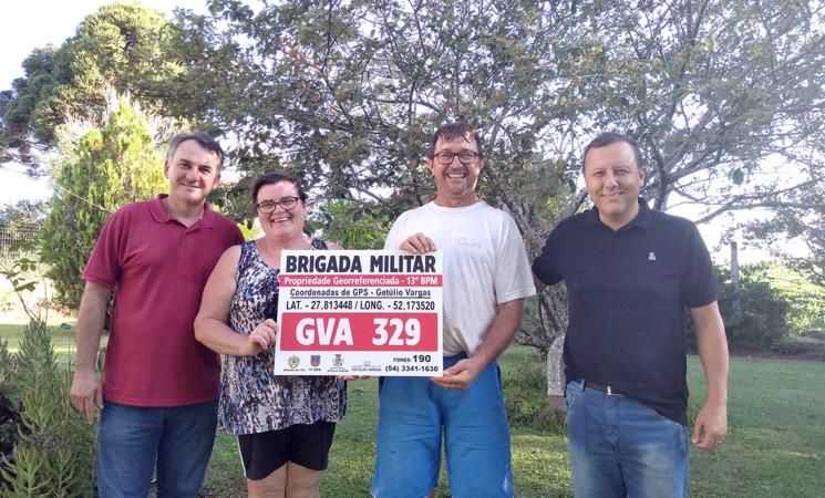 Realizada a entrega da primeira placa de identificação do projeto de georreferenciamento no município de Getúlio Vargas