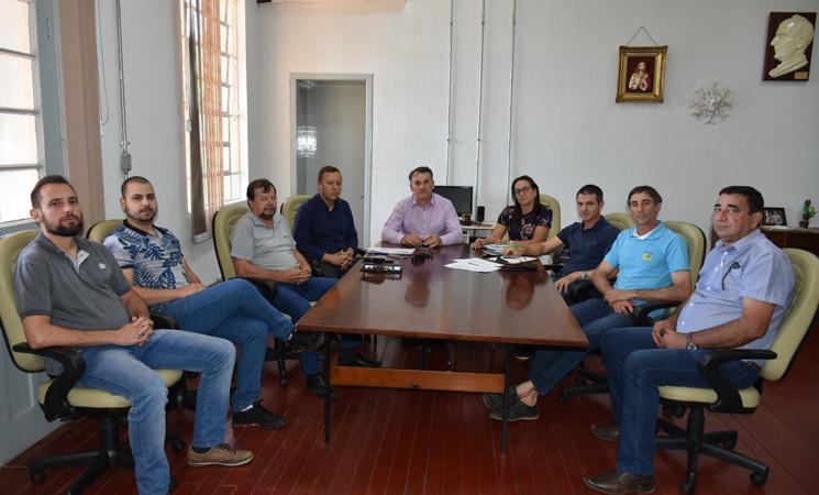 Entidades do setor agropecuário se reúnem com o prefeito Mauricio Soligo e avaliam a situação da estiagem no município