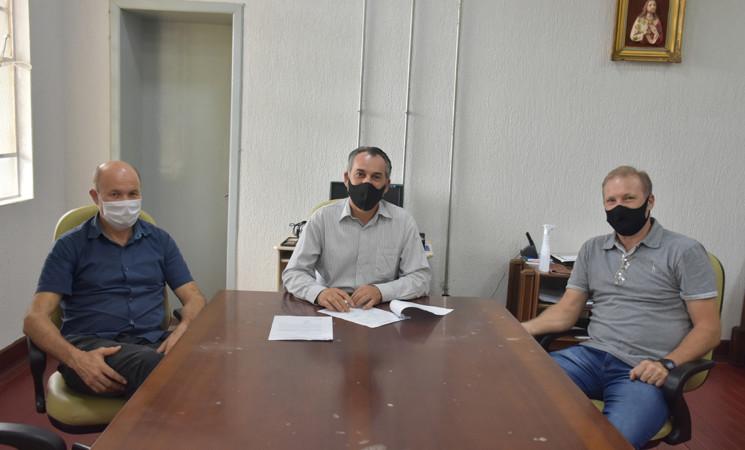 Prefeito de Getúlio Vargas recebe presidentes da ACCIAS e CDL que levaram reivindicações do comércio