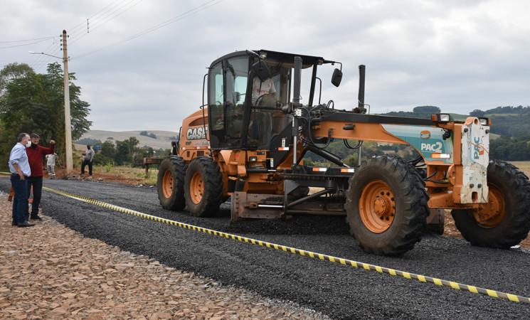 Governo Municipal inicia asfaltamento no Bairro XV de Novembro