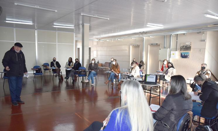 Secretaria Municipal de Educação Cultura e Desporto promove formação com equipes diretivas