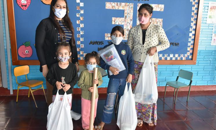 Mais de 500 estudantes de escolas municipais recebemKits de alimentos para enfrentar a pandemia