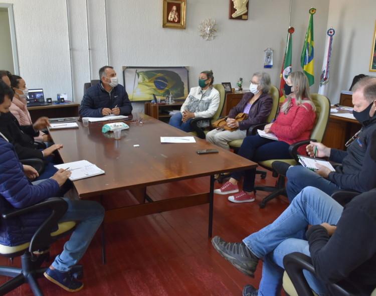 Reunião do Comtur inicia estudos para recuperação e revitalização da Praça Flores da Cunha